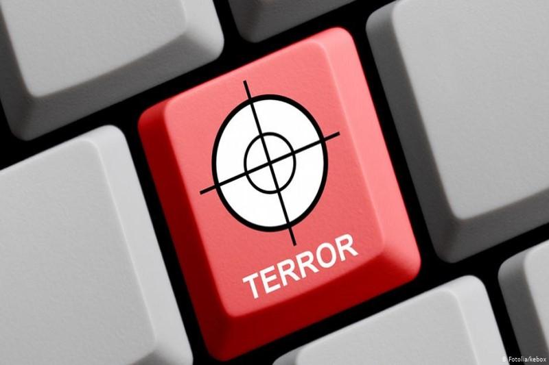 تروریستها در شبکه های اجتماعی حضور گسترده دارند اما نام بردن از سپاه ممنوع است!+تصاویر
