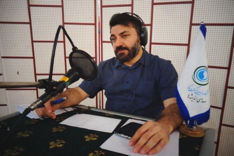 مجری برنامه کافه هنر از رادیو ایران بهترین کارشناس مجری رادیو شود