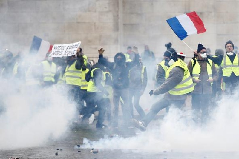 معترض فرانسوی به  ۸ ماه حبس محکوم شد