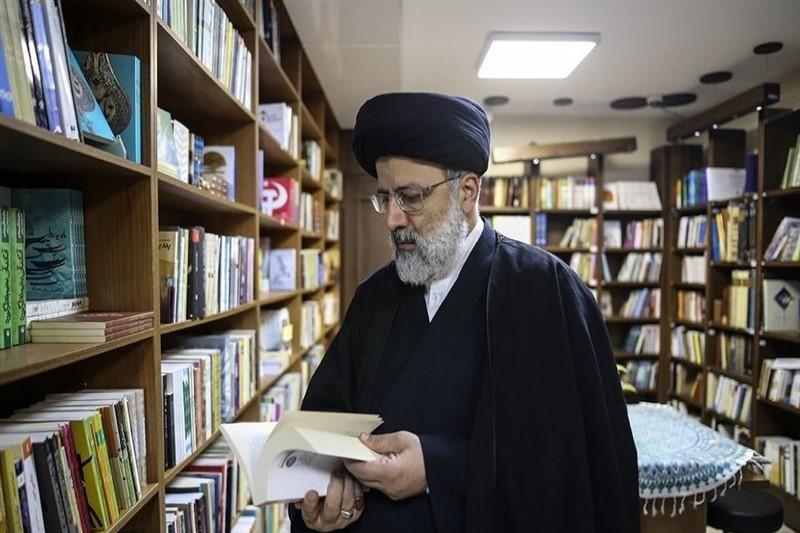 حجتالاسلام و المسلمین رئیسی از نمایشگاه کتاب بازدید کرد +تصاویر