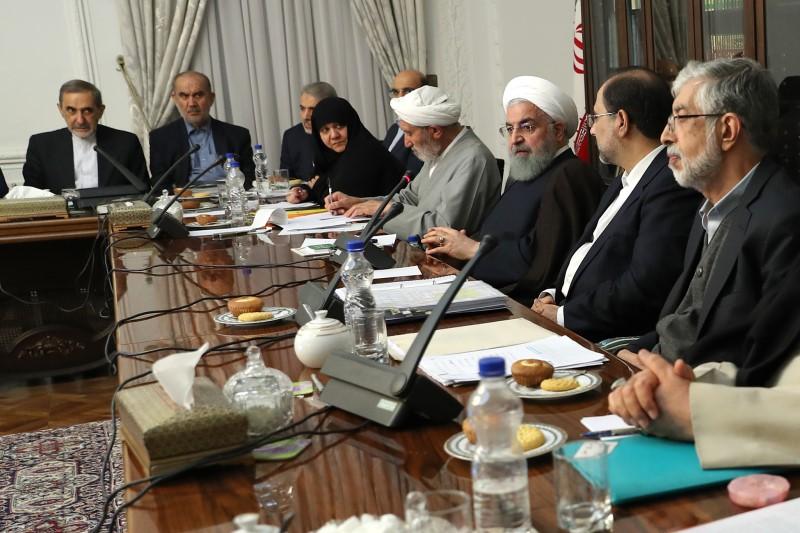 قهر رئیس دولت بنفش، جلسات شورای عالی انقلاب فرهنگی  را به تعطیلی کشاند