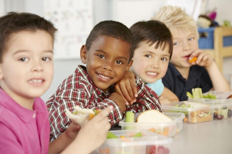 اشتباهات رایج پدرها و مادرها در رابطه با تغذیه کودکان