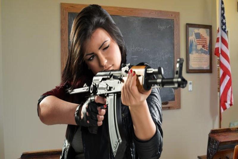معلمانی که مجوز حمل سلاح دارند!