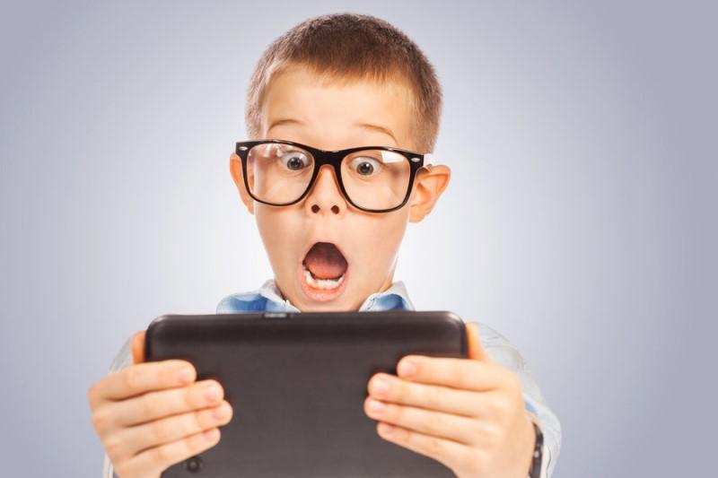 سرگرم شدن کودکان با گوشی همراه به چه قیمتی؟
