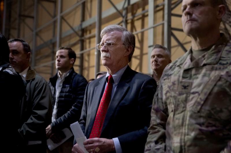 لسآنجلس تایمز:  بولتون برخلاف نظامیان کارکشته آمریکایی به سربازی نرفته است