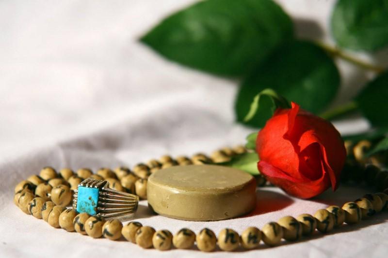 چرا در میان نمازهای یومیه اهتمام خاصی به نماز ظهر شده است؟
