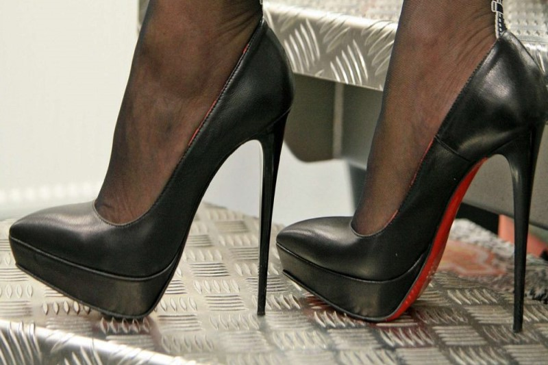 راحت رافتن با کفش پاشنه بلند