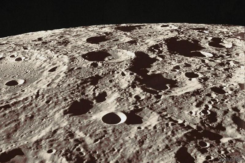 زلزله در ماه + تصویر