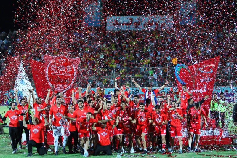 حواشی جشن قهرمانی پرسپولیس؛ جیمی جامپ در آغوش کاپیتان پرسپولیس