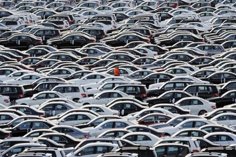 بازار خودرو متأثر از کاهش قیمت ارز همچنان روند کاهشی را تجربه میکند+جدول قیمت