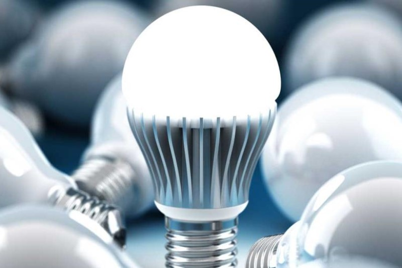 آسیب به شبکیه چشم در اثر استفاده از لامپهای LED