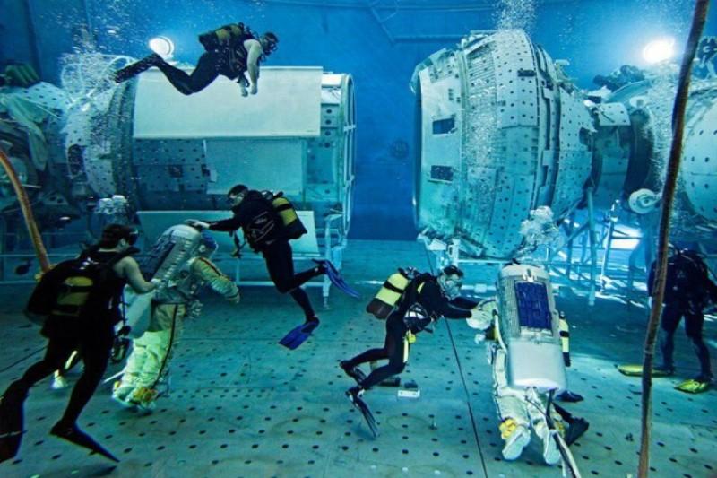 تمرین کار در فضانوردان در استخر+تصاویر