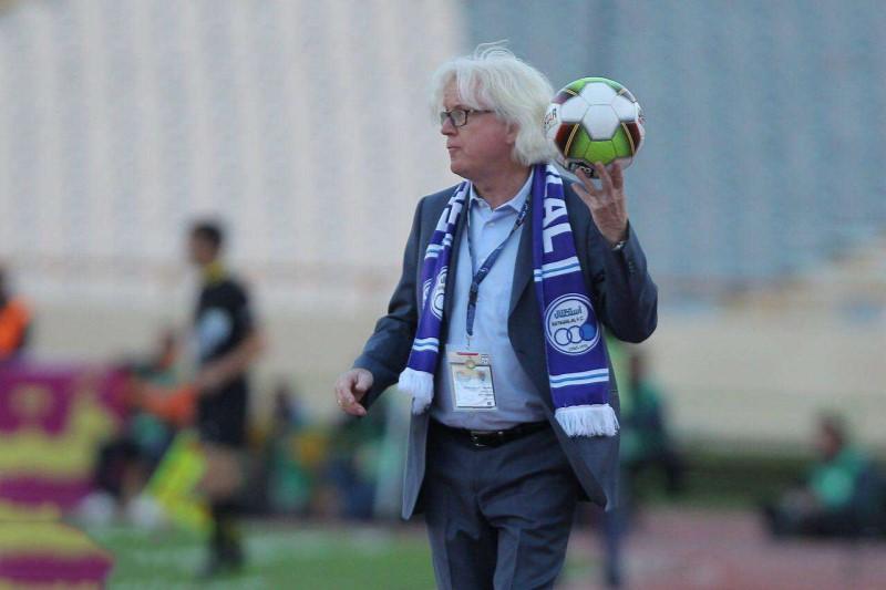 سرمربی سابق استقلال هدایت یک تیم اماراتی را بر عهده گرفت