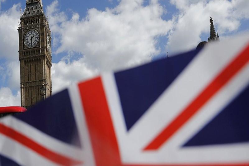 نامزد رهبری حزب محافظهکار بریتانیا برای تریاک کشیدن در ایران عذرخواهی کرد
