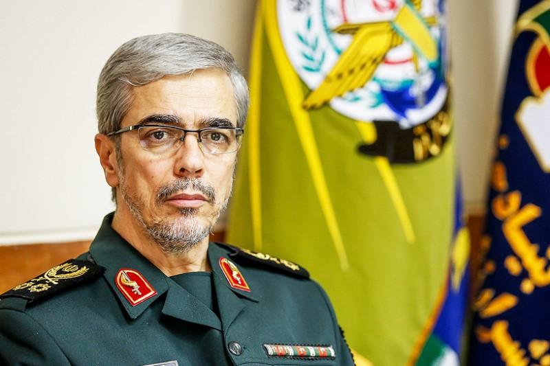 ملت ایران از توان دفاعی کشور به عنوان موضوع اساسی انقلاب، ذرهای عقبنشینی نخواهد کرد