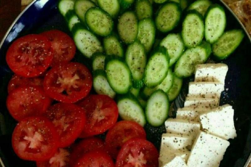 ممنوعیت خوردن پنیر با «گوجه و خیار»!