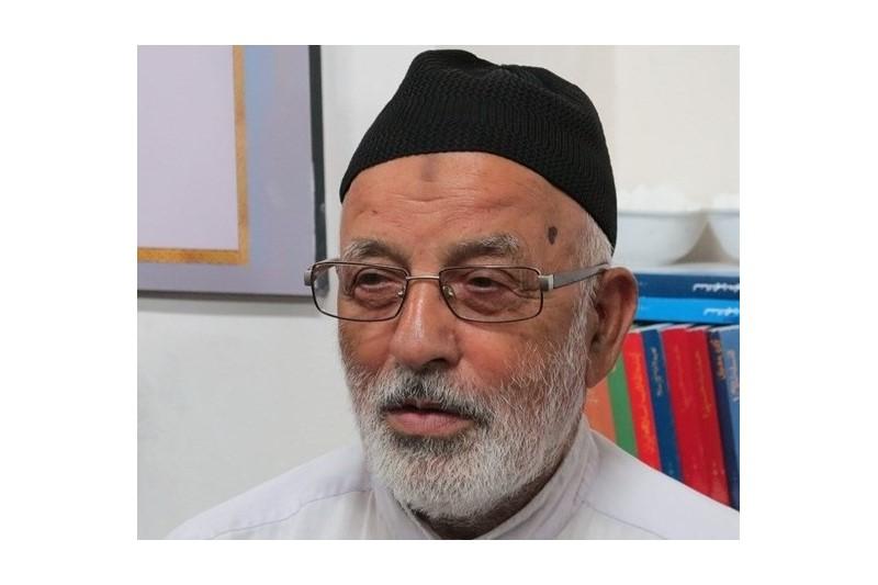 مرد گمنامی که در صف اول نماز عیدفطر سوژه رسانه ها شد+تصاویر