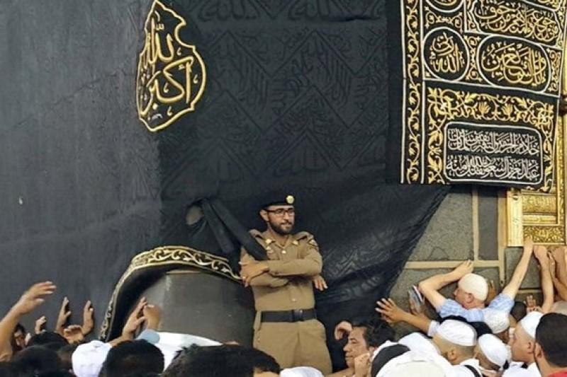 خشونت مأمور سعودی در جوار کعبه + فیلم
