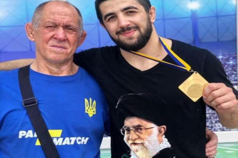 پیراهن قهرمان اوکراینی کشتی با  تصویری از مقام معظم رهبری +عکس