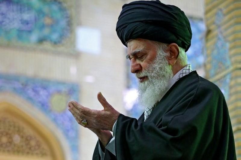 حضور مقام معظم رهبری در مسجد مقدس جمکران