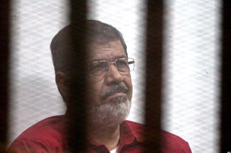 محمد مرسی در دادگاه درمُرد