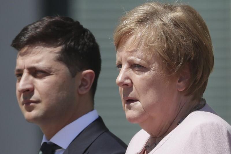 لرزش شدید صدراعظم آلمان هنگام دیدار با رئیسجمهور جدید اوکراین! + فیلم و تصاویر