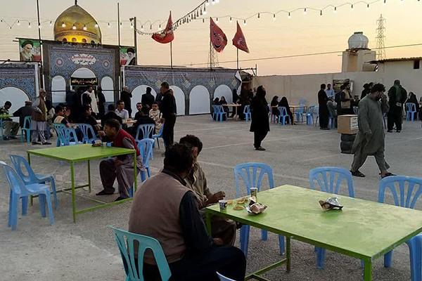 فرش قرمز مردم گناوه برای زائران اباعبدالله(ع) +تصاویر