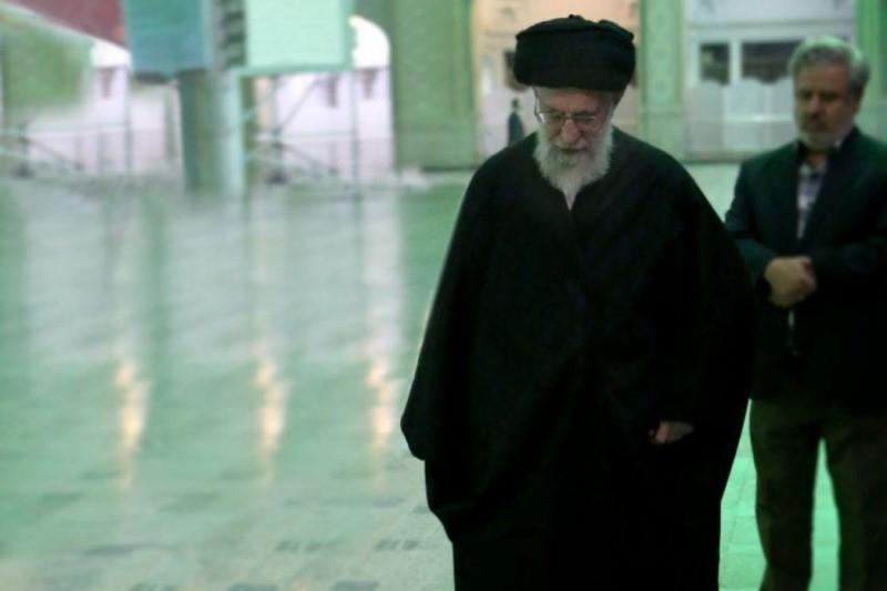 بیانات منتشرنشده رهبر انقلاب درباره طیب حاج رضایی در دیدار خانواده این شهید
