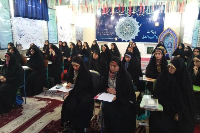 نخستین دوره تربیت مربی آشنایی و انس کودکان با قرآن در کرج برگزار شد + تصاویر