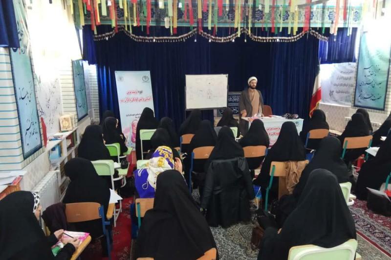 بازدید رئیس اداره تبلیغات اسلامی شهرستان کرج از دوره تربیت مربی آشنایی و انس کودکان با قرآن