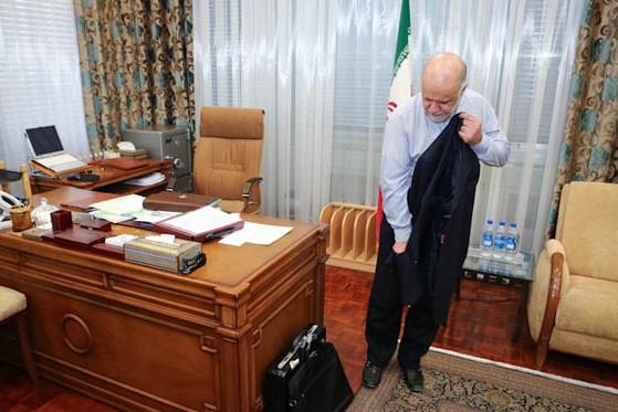 ٧ شکایت از خبرنگاری که ماجرای کارتخوان در دفتر زنگنه را افشا کرد