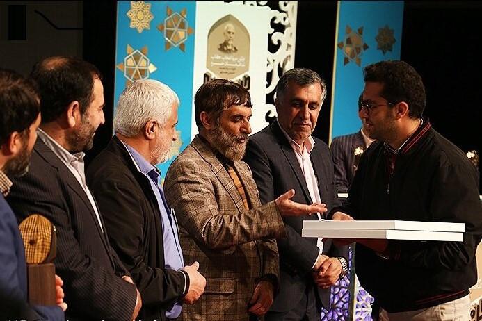 """معرفی برگزیدگان نخستین دوره کتاب """"مدافعان حرم"""""""