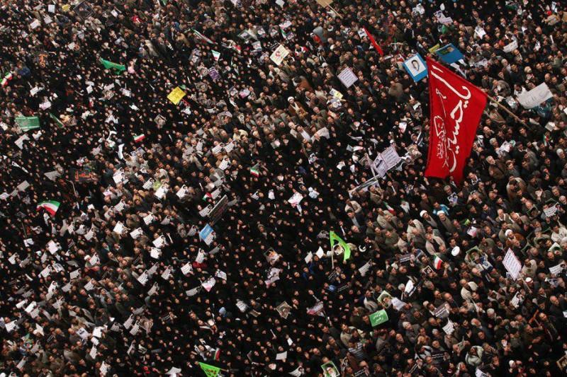اجتماع بزرگ مردم تهران در «میدان انقلاب»