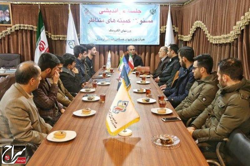 دیدار جمعی از اصحاب رسانه و اعضای سازمان فضای مجازی سراج مرکز اردبیل با مهران احمدی