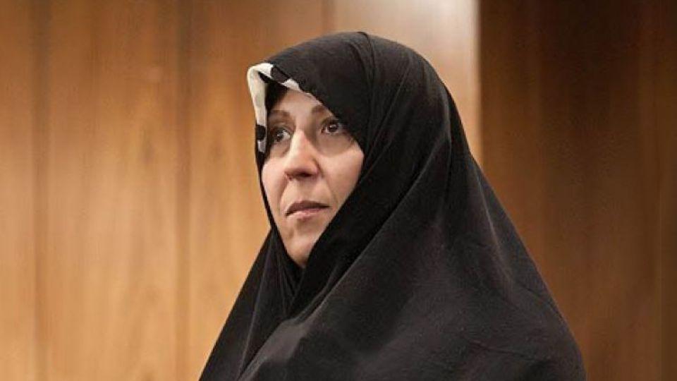 حمایت یک خانم میانسال چادری از بنیانگذار اشرافیت دولتی