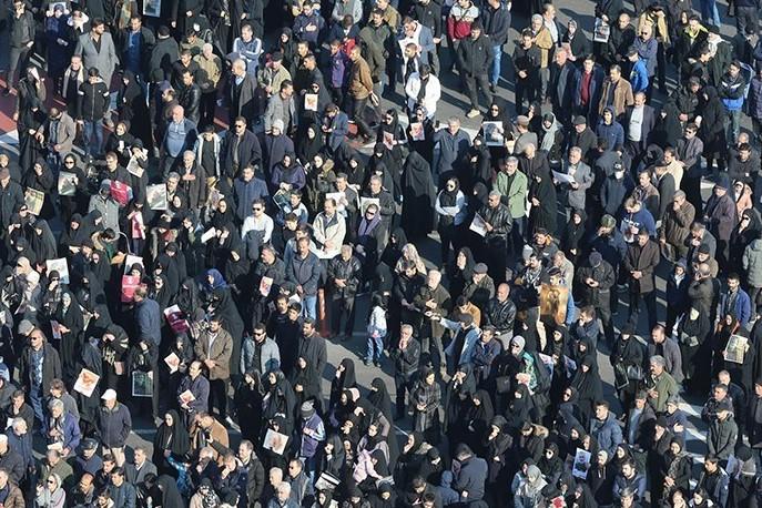 میلیونها نفر با شعار مرگ بر آمریکا روانه خیابانها شدند