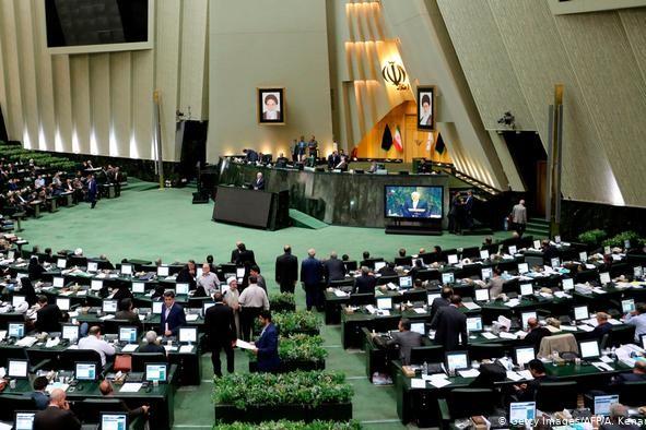 تصویب سه فوریت طرح  ضد آمریکایی در مجلس با فریادهای مرگ بر آمریکا + فیلم