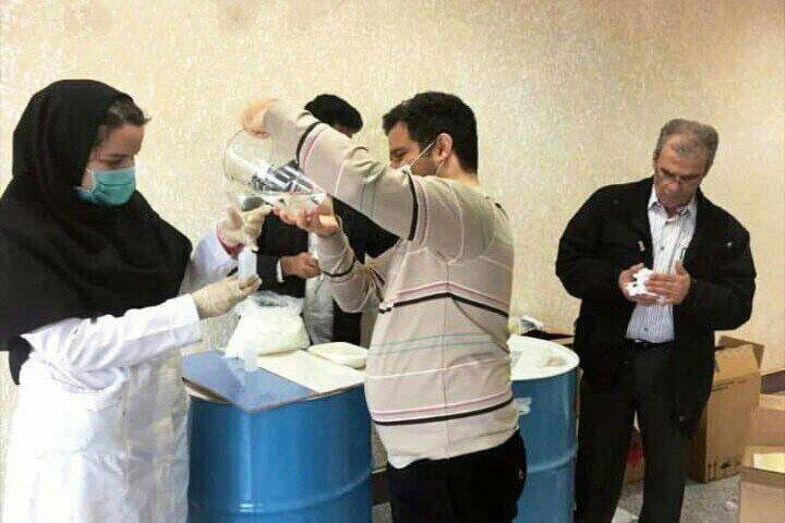 کمک به رفع  کمبود موادضدعفونی توسط دانشجویان دانشکده داروسازی گیلان