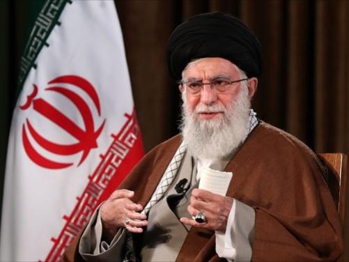 مقامات آمریکا شارلاتان و تروریست هستند/ اگر کوتهبینی نکنیم ایران به قلّه حکومت اسلامی میرسد