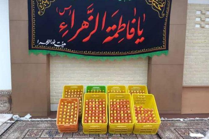 عکس| تهیه آبمیوه ویژه کادر درمانی در اصفهان
