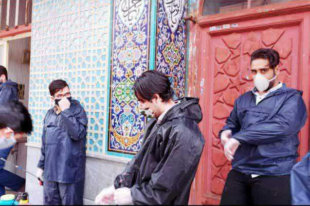 عکس| ضدعفونی معابر توسط مجموعه فرهنگی شیفتگان امام ره اصفهان