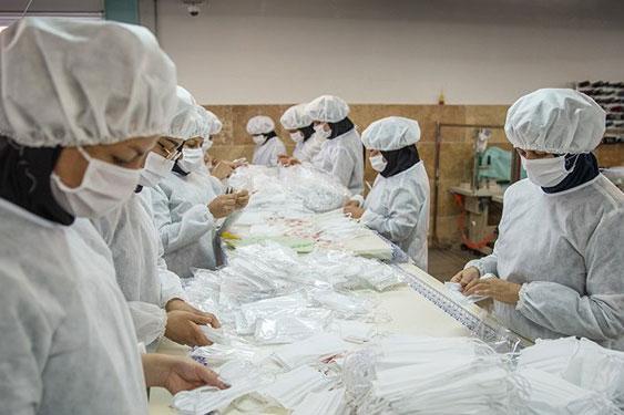 راهاندازی 5 کارگاه تولید ماسک در ازنا/ 2 هزار بسته بهداشتی توسط ستاد فرمان امام(ره) توزیع شد