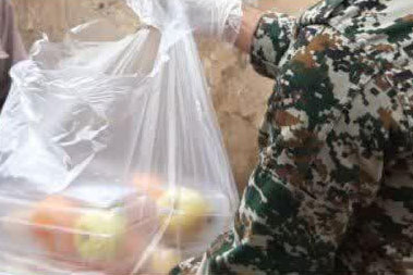 عکس| توزیع بستههای غذایی برای نیازمندان در نطنز