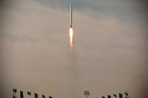 موشک حامل با سوخت سه مرحله سپاه در فضا