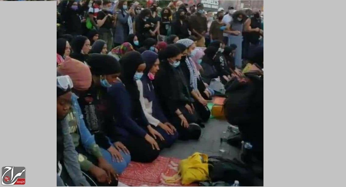 حمایت معترضین نژاد پرستی در امریکا از مسلمانان معترض به نژاد پرستی در امریکا هنگام اقامه نماز