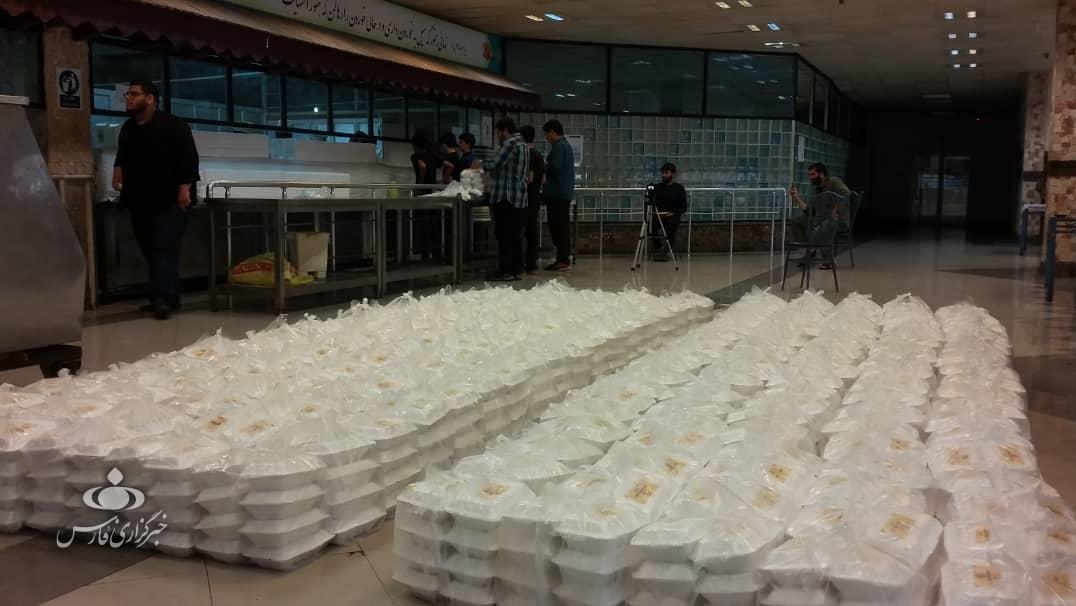 کمک مؤمنانه| توزیع ۳۰۰۰ پرس غذای گرم به مناسبت شهادت امام صادق (ع)