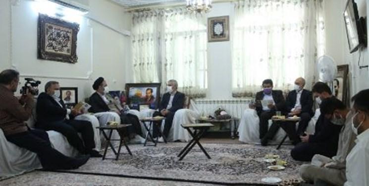 مسئولان حج و زیارت با خانواده شهید «حمیدرضا اسداللهی» دیدار کردند