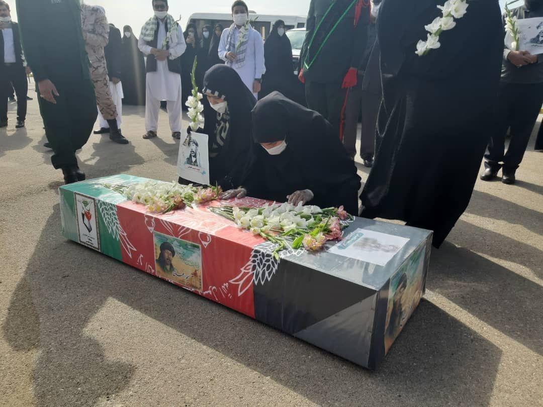 استقبال خانواده شهدای افغانستانی از شهید نسیم افغانی در مشهد
