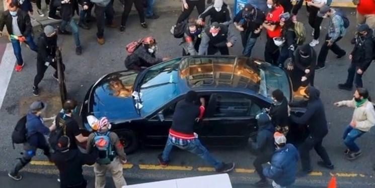 انفجار خشونت در تظاهراتهای آمریکا/حمله به معترضان با خودرو