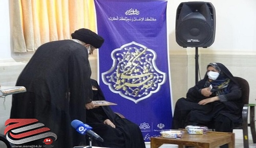 آیین تکریم از «بی بی جان دیرباز» مادر شهیدان سید منصور و سید عبدالحمید تقوی